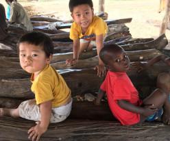 가나 카라가 아이들에게 어린이영어성경 교재를 보내주세요!